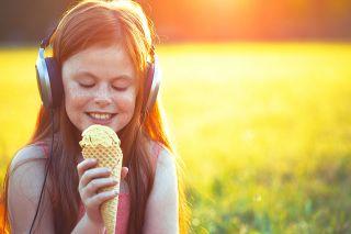 Foto: Kind mit Eis