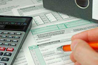 Foto: Formular mit Taschenrechner