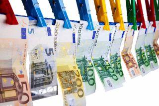 Foto: Euroscheine auf Wäscheleine
